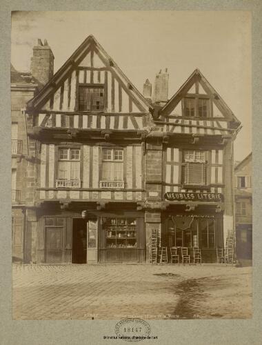 Auray. Vieilles maisons (Place de la Mairie)